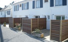 En rez de chaussée et entièrement rénové en juin 2009, l'appartement 01 est situé en bord de mer ...