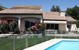 Belle villa avec piscine dans quartier tres calme et tres residentiel la gaude