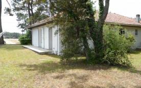 Villa jumelée 3 pièces pour 6 personnes construction 1970 comportant 2 appartements jumelés.