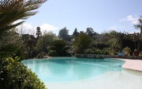 Villa avec jardin arboré et piscine chauffée