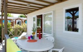 Une location de vacances d'une superficie de 24m² environ, avec 2 chambres et terrasse couverte. Idéal pour un séjour...