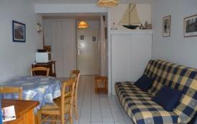 Résidence Le Grand Bleu - Appartement 2 pièces situé dans un quartier animé.
