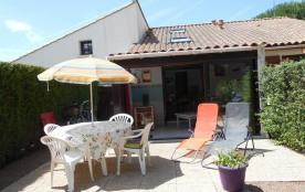 FR-1-194-105 - Maisonnette dans résidence avec piscine pour 4 personnes