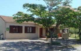 Maison indépendante de plain pied, bénéficiant d'un terrain de 1000 m² ainsi que d'un garage (vél...