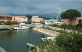 T2 Cabine de 6 couchages au premier étage. Choisissez cette location saisonnière à Saint-Cyprien,...