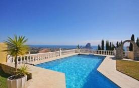 Villa OL Sire. Belle villa avec piscine privée et vue spectaculaire sur la mer et le Peñon d'Ifach.