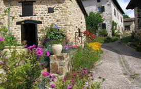 Village du Cruzeau - 14 maisons individuelles d'une capacité de 4 à 10 personnes.