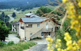 """Magnifique appartement dans une ferme , village typique de montagnes à Formiguères ... !! """"Lecalmadou"""""""