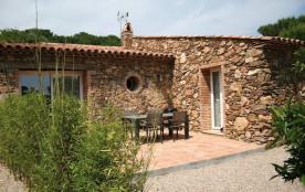 A 3 km des plages et au cœur du Domaine de la Pierre Plantée, dont oliveraie de 10 ha en flanc de...