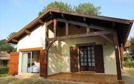 Villa style Landais sise sur terrain clos de 600 m² environ, à 1100 m de l'Océan et d'un petit ce...