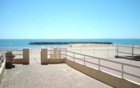 Emplacement d'exception, appartement 4 couchages donnant sur la plage.
