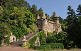 Vue du chateau de la rochelambert 14 km