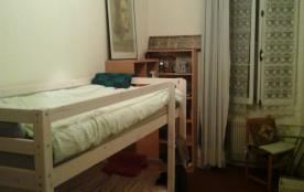 Une chambre à louer dans un appartement port de nice proximité plages et tous moyens de transports.