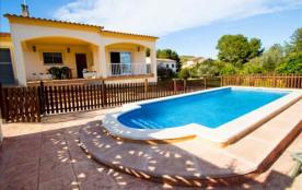 Villa Mas Borras, nichée dans les collines de la Costa Dorada, à seulement 3 km de la plage!