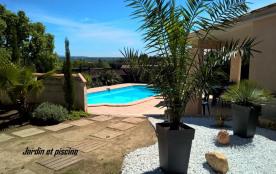 Jolie maison sur les collines de Nîmes , calme vue dégagée. Piscine privée ,jardin 600 m2. Avril-Mai rabais 20%