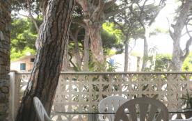 Joli F2 rénové dans maison résidentielle, grande terrasse et parking privé, 300 m port de plaisance et plages