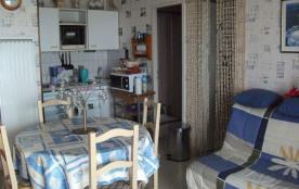 Appartement situé face à la mer au troisième étage.