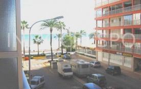 Appartement rénové situé à environ 30 mètres de plage.
