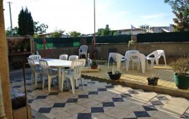 jardin avec vue sur la tour Barberousse