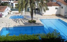Maisonette avec piscine communautaire
