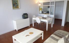 Appartement 2 pièces de 36 m² environ pour 5 personnes située dans le quartier de la piscine, la ...