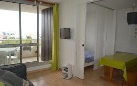 Très agréable petit 2 pièces au cinquième étage avec vue dégagée et exposé Sud, équipé pour 4 per...
