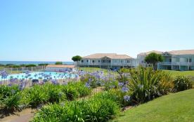 grande piscine chauffée jardin paysagé