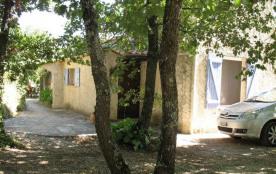 Les Barbiguiers, maison indépendante avec piscine hors sol commune aux propriétaires.