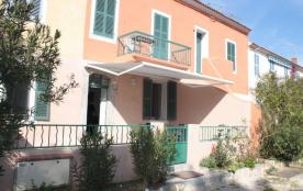 Location saisonnière, appartement de 60 m² + 30 m² de patio + 30 m² de terrasse, à 50 m de la mer...