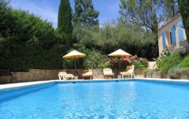 Villa luxueuse au pied des pinèdes avec jardin arboré piscine et sans vis à vis