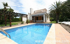 Location villa sur la Costa Dorada avec piscine en bord de mer  |sarrust
