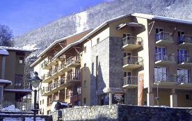 Au pied de la télécabine reliée au plateau de Bonascre, et à 100m des commerces, une résidence chaleureuse et accueil...