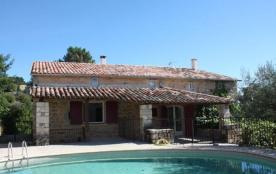 Cette maison de vacances est un superbe mas typique pour la région, joliment et récemment rénovée...