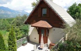 Chalet avec jardin, piscine, 2 à 6 personnes, vue sur les montagnes - La Bâtie-Vieille