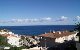 Appartement bien meublé et équipé d'une capacité pour 4/6 personnes, terrasse avec une belle vue sur la mer et de la ...