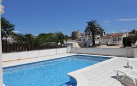 Maison au canal avec piscine privée et amarre pour 6 personnes à Empuriabrava Espagne à louer