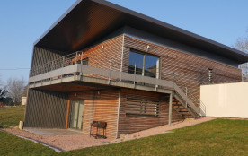Gîte moderne avec vue panoramique et piscine chauffée au calme