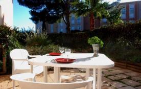 Bormes Les Mimosas (83) - Favière - Résidence Le Corail. Appartement T4 rez-de-jardin - 98 m² - j...
