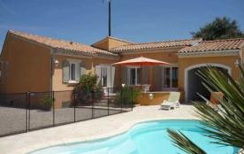 Gîtes de France La Bastide. Dans un ensemble résidentiel, jolie maison indépendante bien aménagée.