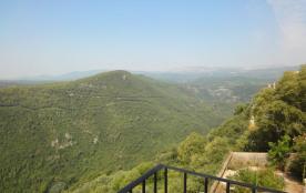 La Casette, appartement vue panoramique près de Grasse, centre village, au calme, balcon.