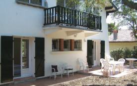 Appart au rez-de-chaussée d'une villa située à proximité de la plage des Estagnots pour 4 personn...