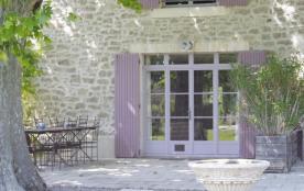 Gîtes de France LE Luberon. Entre Alpilles et Durance, en pleine campagne gîte grand confort dans...