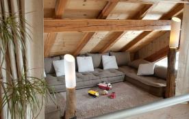 Coin détente/zen avec 3 couchages de 90cm chacun, idéal pour couchage enfants