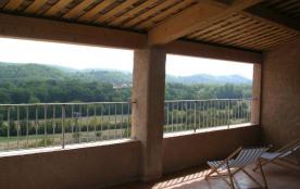 Alberic, Gîte au premier étage avec grande terrasse (27m²).