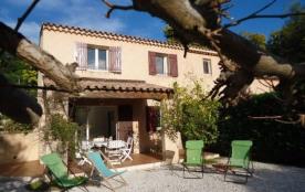 Villa jumelée, 1 km plage, piscine dans la résidence, terrasse couverte, jardin 150m², exposition...