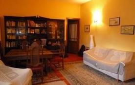 Au cœur de la vieille ville de St Jean Pied de Port et de ses rues piétonnes, optez pour cet appartement dans une mai...
