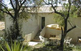 Gîtes de France Les Chênes Hyeres. Domaine viticole en activité, AOC Côtes de Provence, quatre gî...