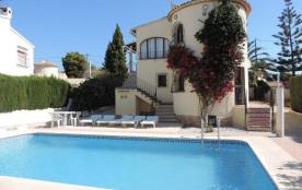 Une charmante villa proche de la mer et des commerces, avec piscine privée, espace barbecue, wifi