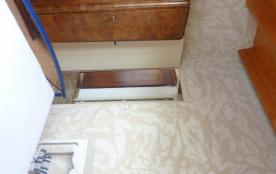 chambre 1 avec télé sur armoire