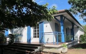 Villa jumelée (1970) sur jardin de 300 m² environ située à environ 300 m de l'océan, 500 m du lac...